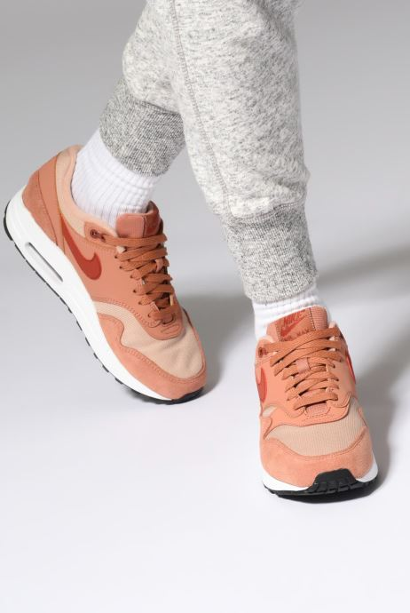Baskets Nike Womens Air Max 1 Blanc vue bas / vue portée sac