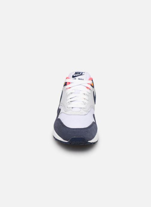 Baskets Nike Womens Air Max 1 Blanc vue portées chaussures