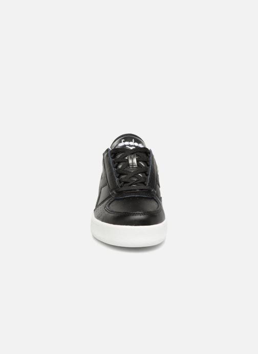 Sneakers Diadora Elite Wn Nero modello indossato
