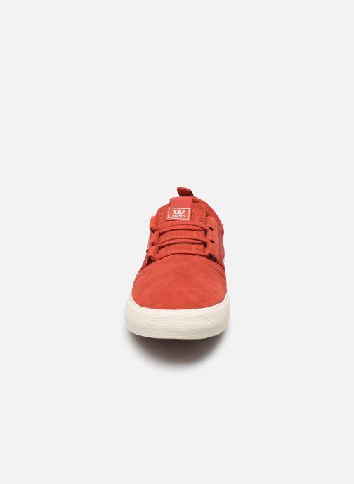 Baskets Supra FLOW Rouge vue portées chaussures