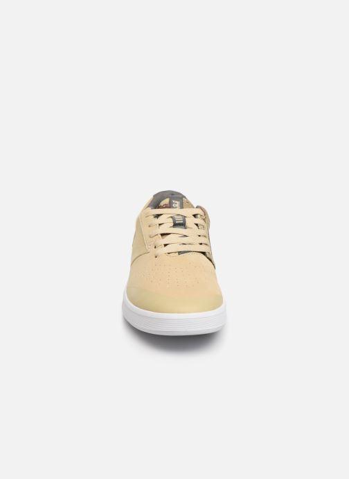 Baskets Supra SHIFTER Beige vue portées chaussures