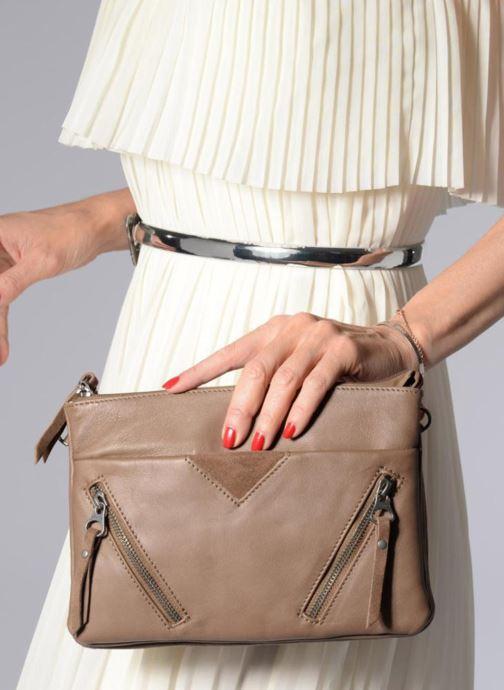 Clutch bags Sabrina Aurélia Brown view from underneath / model view