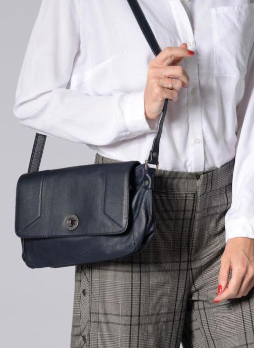 Handtaschen Sabrina Valérie blau ansicht von unten / tasche getragen