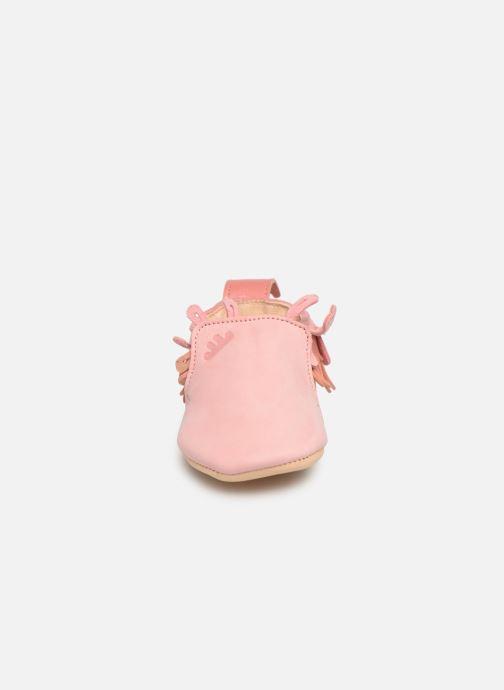 Pantofole Easy Peasy Frangette Rosa modello indossato