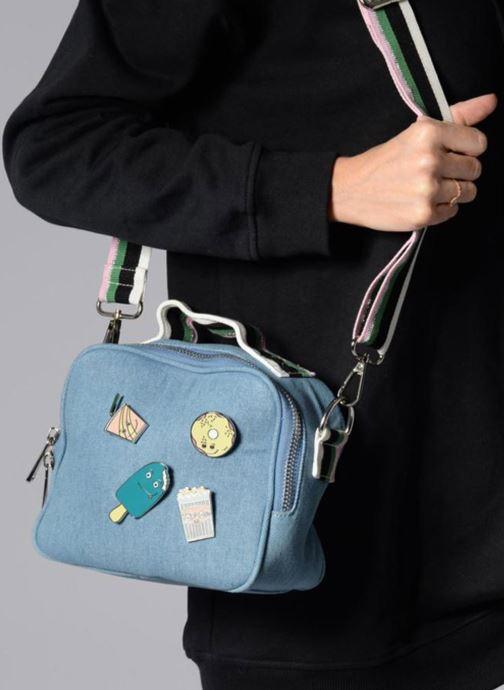 Handtaschen Paul & Joe Sister HAIM blau ansicht von unten / tasche getragen