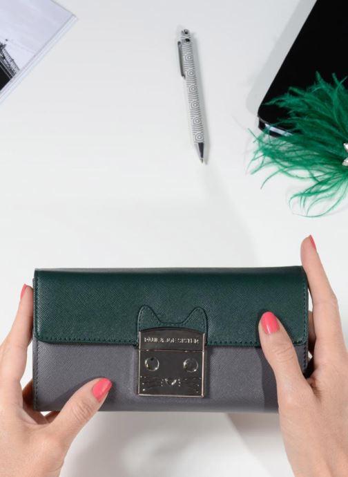 Portemonnaies & Clutches Paul & Joe Sister IGOR grün ansicht von unten / tasche getragen