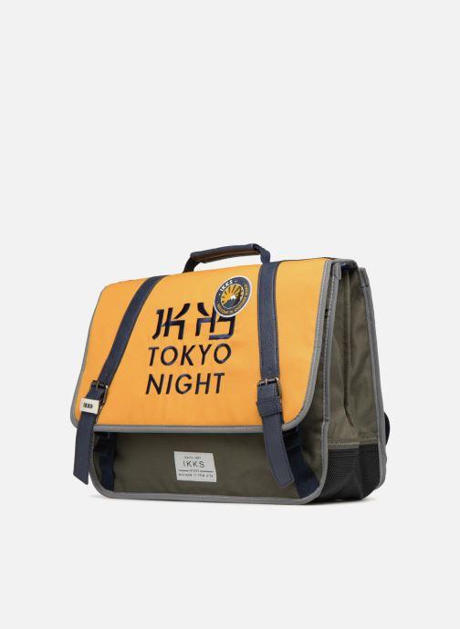 Schulzubehör IKKS Cartable 38cm Backpacker in Tokyo gelb schuhe getragen