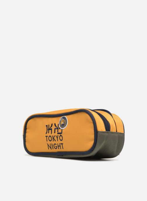 Scolaire IKKS Trousse Double Backpacker in Tokyo Jaune vue portées chaussures