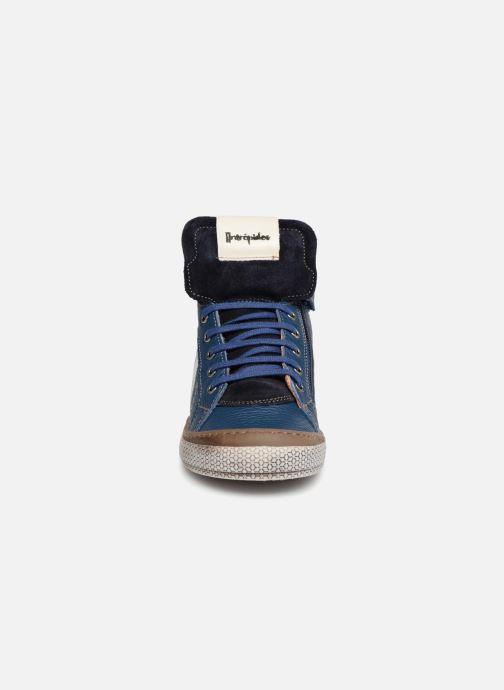 Sneakers Babybotte Klif Azzurro modello indossato