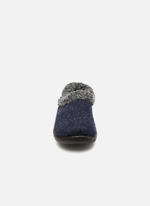 Pantofole Kamik Cozycabin2 Azzurro modello indossato