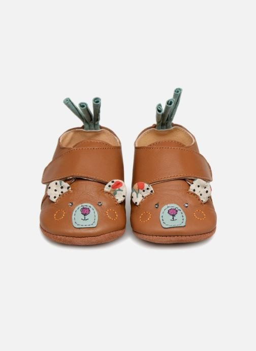 Chaussons Babybotte Ours - Moulin Roty Jaune vue portées chaussures