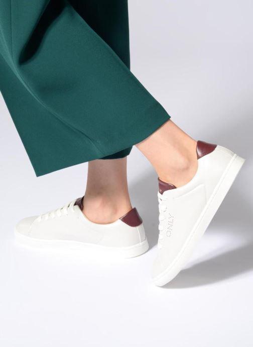 Sneaker ONLY onlSILJA PU SNEAKER weiß ansicht von unten / tasche getragen