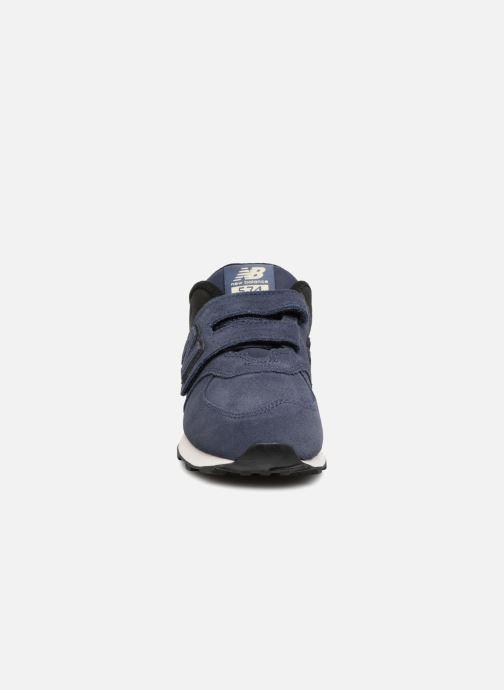 Baskets New Balance YV574 Bleu vue portées chaussures