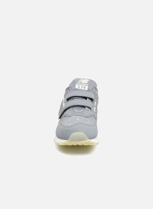 Baskets New Balance YV574 Gris vue portées chaussures