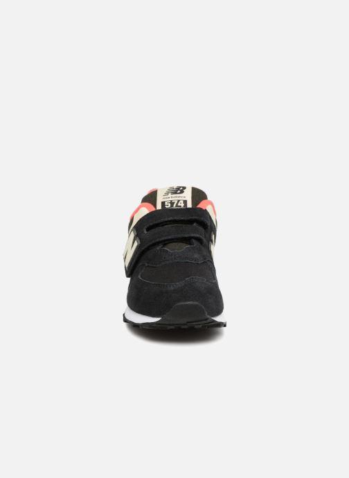 Baskets New Balance YV574 Noir vue portées chaussures