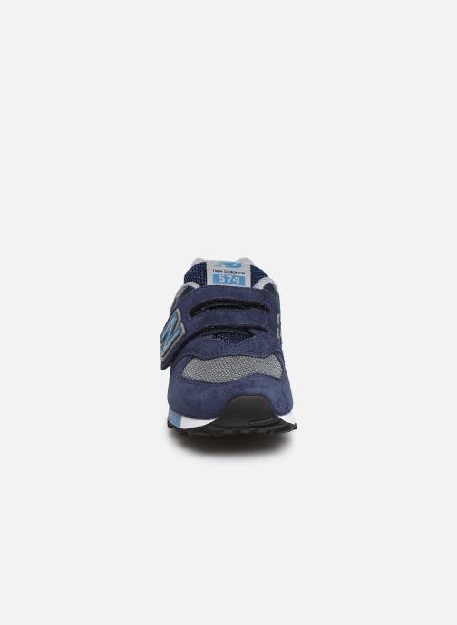 Sneakers New Balance YV574 Azzurro modello indossato