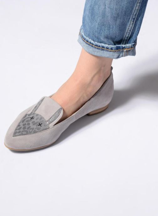 Loafers L37 Miss Giraffe Grey view from underneath / model view