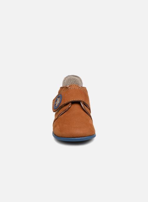 Pantofole Bopy Pavelo Marrone modello indossato