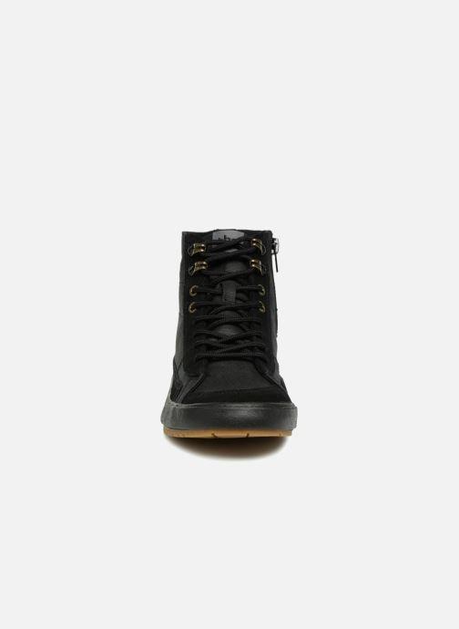 Sneakers TBS Bivouac Nero modello indossato