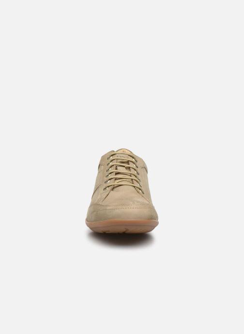 Sneakers TBS Tumbler Beige modello indossato