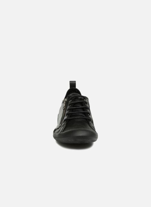 Sneakers TBS Vasquez Nero modello indossato