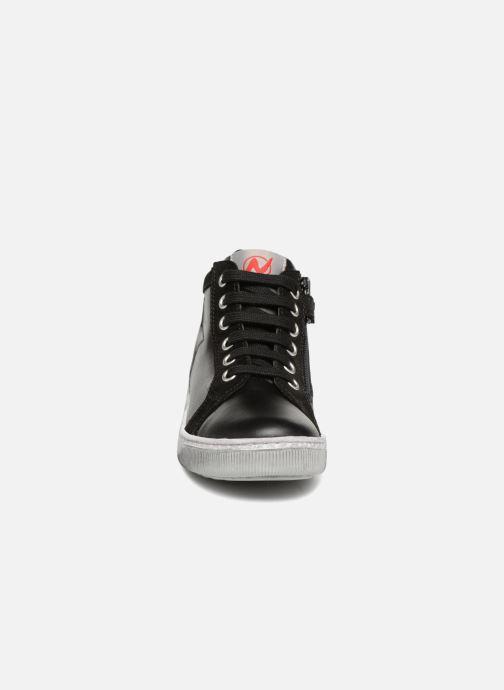 Sneakers Naturino Clay Star Nero modello indossato
