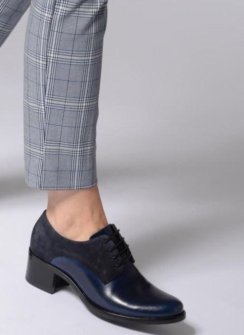 Chaussures à lacets Georgia Rose Nicia Bleu vue bas / vue portée sac