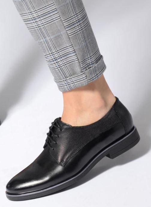 Chaussures à lacets Georgia Rose Niperfo Noir vue bas / vue portée sac