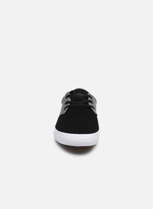 Baskets Globe Winslow Gris vue portées chaussures