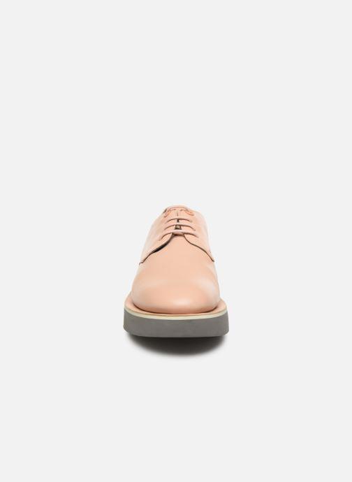 Zapatos con cordones Camper Tyra K200734 Beige vista del modelo