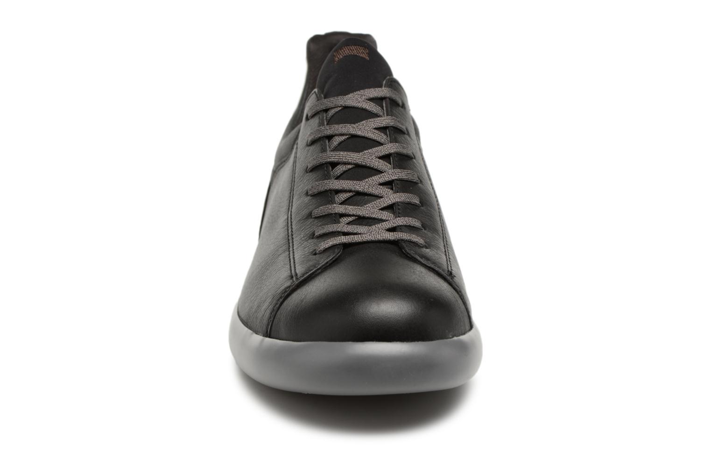 Sneakers Camper Pelotas Capsule XL K100374 Nero modello indossato