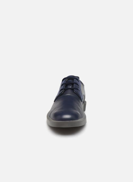 Zapatos con cordones Camper Bill K100356 Azul vista del modelo