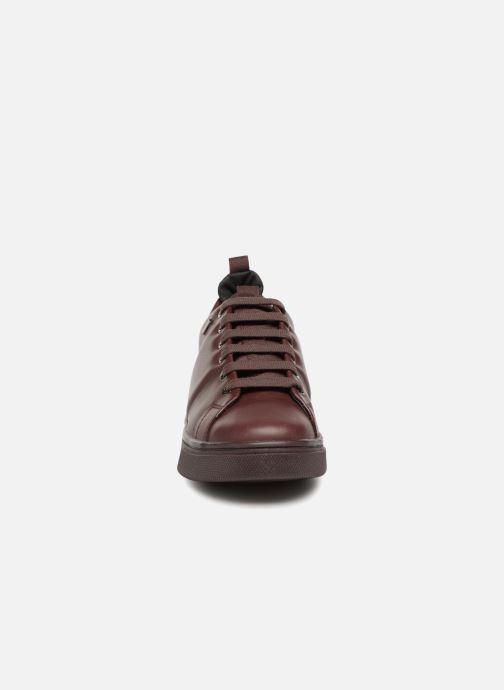 Sneakers Geox D MAYRAH B D643MC Bordò modello indossato