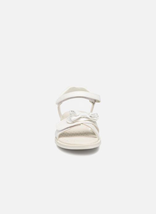 Sandales et nu-pieds Geox J S.GIGLIO B J62E2B Blanc vue portées chaussures