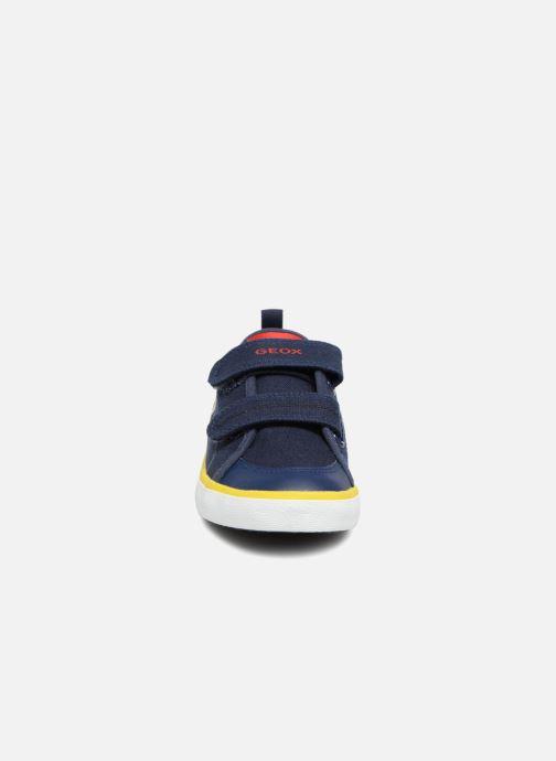 Sneakers Geox J KILWI B. S J72A7S Azzurro modello indossato