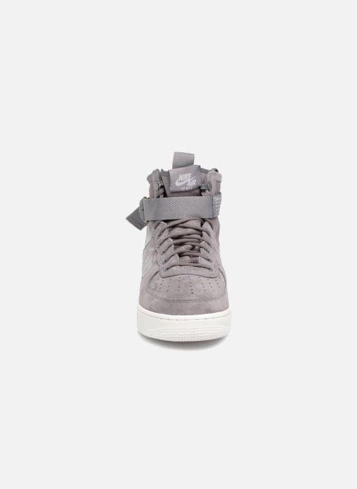 Sneaker Nike Sf Af1 Mid grau schuhe getragen