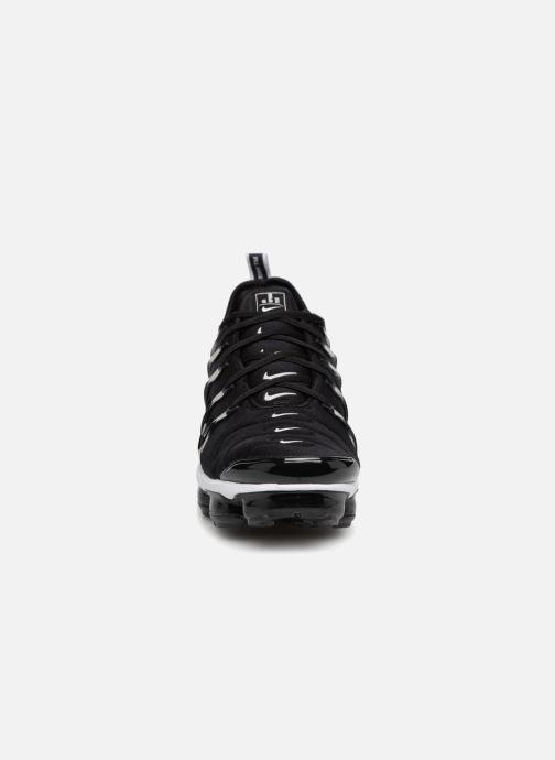 Sneakers Nike Air Vapormax Plus Nero modello indossato