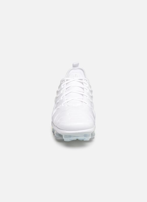 Baskets Nike Air Vapormax Plus Blanc vue portées chaussures