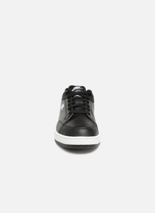 Sneakers Nike Grandstand Ii Nero modello indossato
