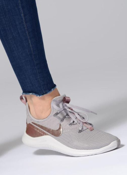 Sport shoes Nike Wmns Nike Free Tr 8 Lm Grey view from underneath / model view