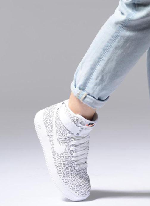 Sneaker Nike Wmns Air Force 1 Hi Lx weiß ansicht von unten / tasche getragen