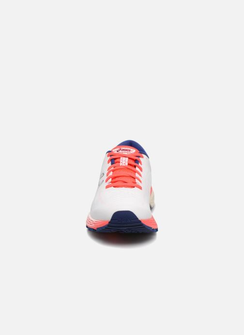 Chaussures de sport Asics Gel-Kayano 25 Blanc vue portées chaussures