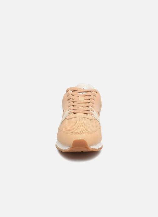 Sneakers Faguo Ivy Rosa modello indossato