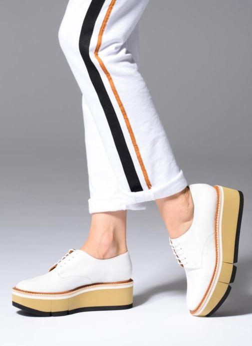 Chaussures à lacets Clergerie Barbara Blanc vue bas / vue portée sac