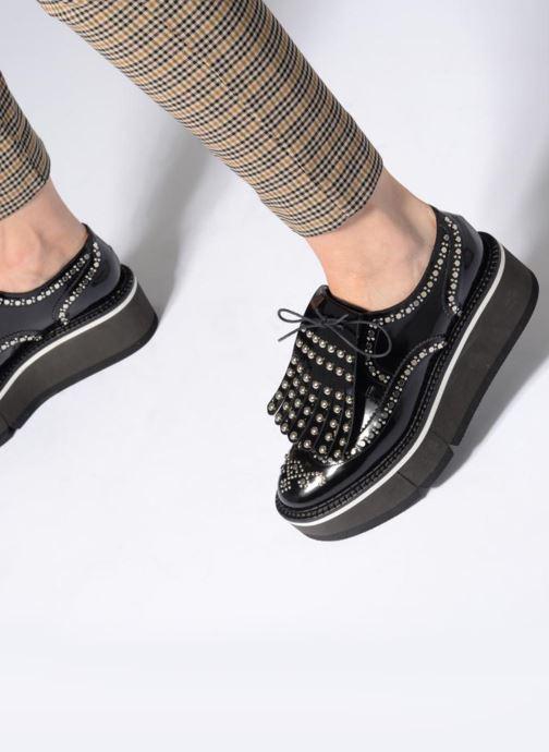 Chaussures à lacets Clergerie Boelou Noir vue bas / vue portée sac