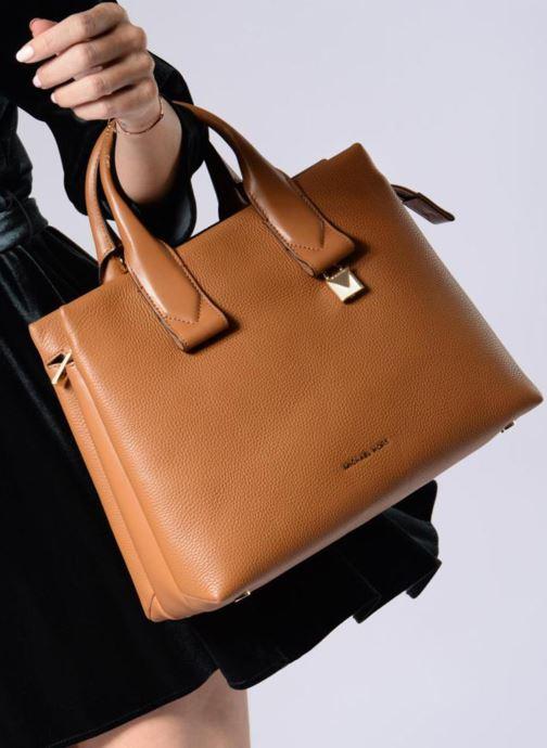 48067ed76df33 Handtaschen Michael Michael Kors Rollins LG Satchel schwarz ansicht von  unten   tasche getragen