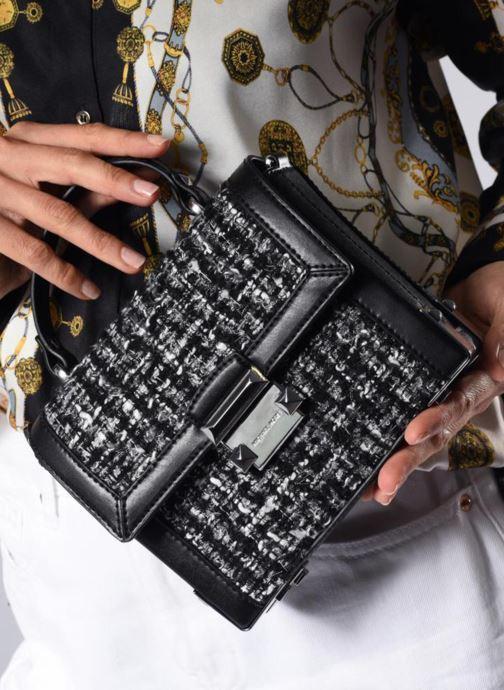 Handtaschen Michael Michael Kors Jayne SM Trunk Bag schwarz ansicht von unten / tasche getragen