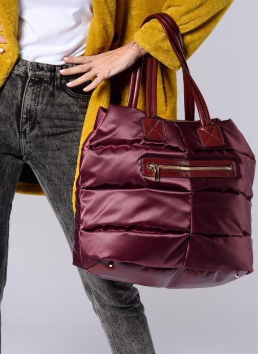 Bagages Essentiel Antwerp Reverest quilted nylon shopper Bordeaux vue bas / vue portée sac