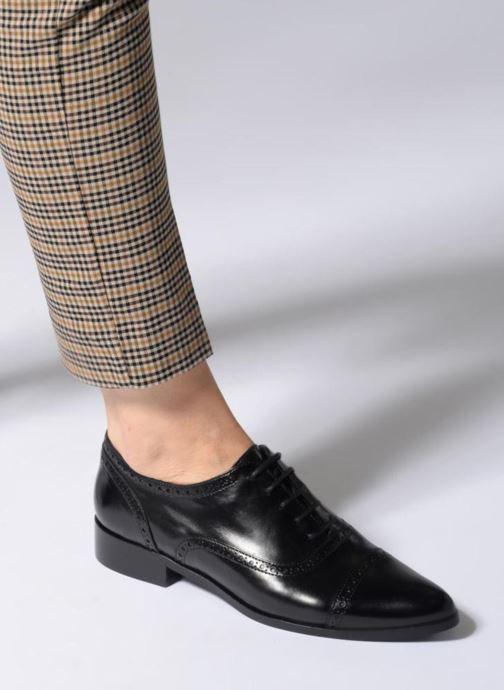 Schnürschuhe Georgia Rose Taperfo schwarz ansicht von unten / tasche getragen