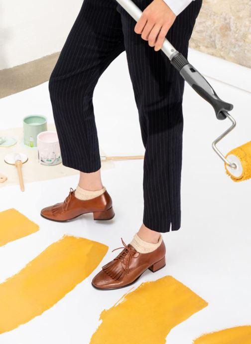 Schnürschuhe Georgia Rose Tafango braun ansicht von unten / tasche getragen
